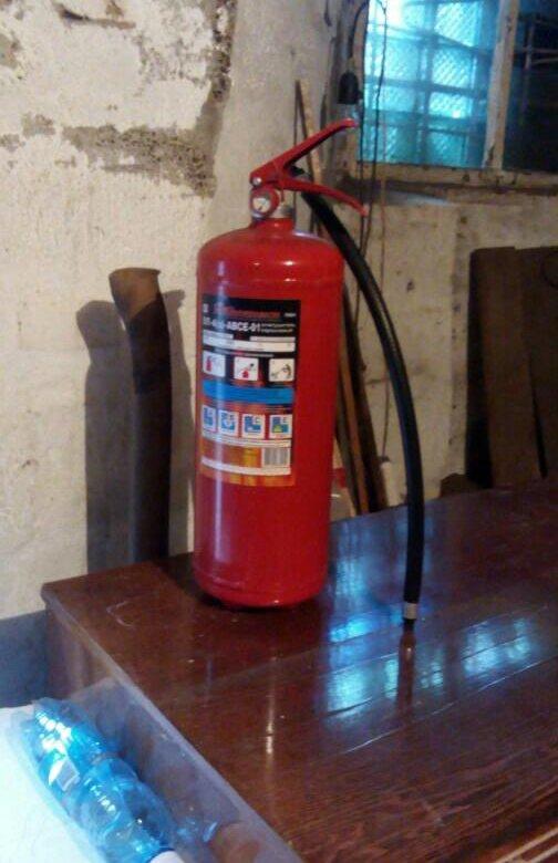 Установка огнетушителя ор, в кабине экипажа.
