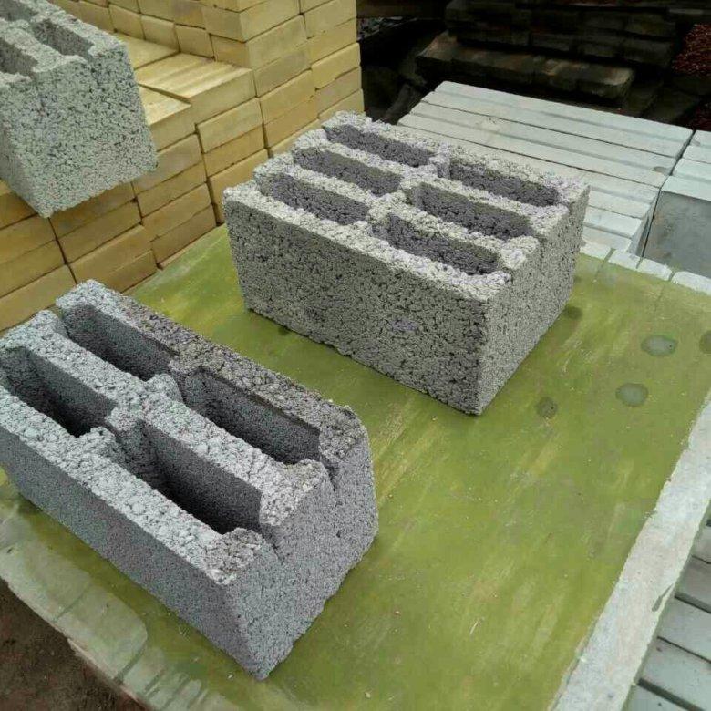 Технология изготовления материала керамзитобетон содержит цемент, гранулы керамзита, песок, а также воздухововлекающие ингредиенты.