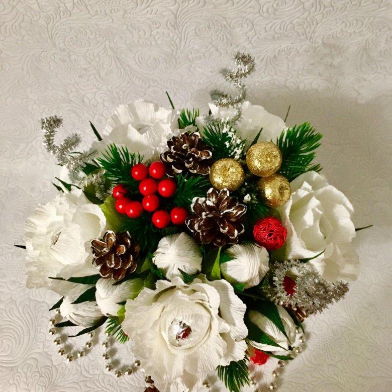 Новогодние букет из цветов и конфет