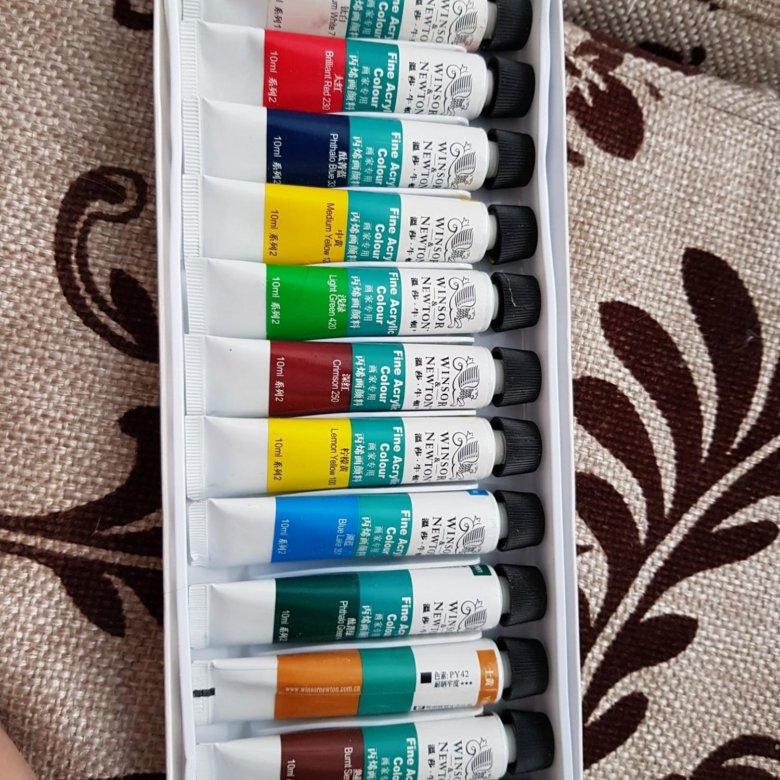 Акриловые краски – универсальный инструмент для дизайна ногтей, который отличается функциональностью, невысокой ценой и удобством в работе.