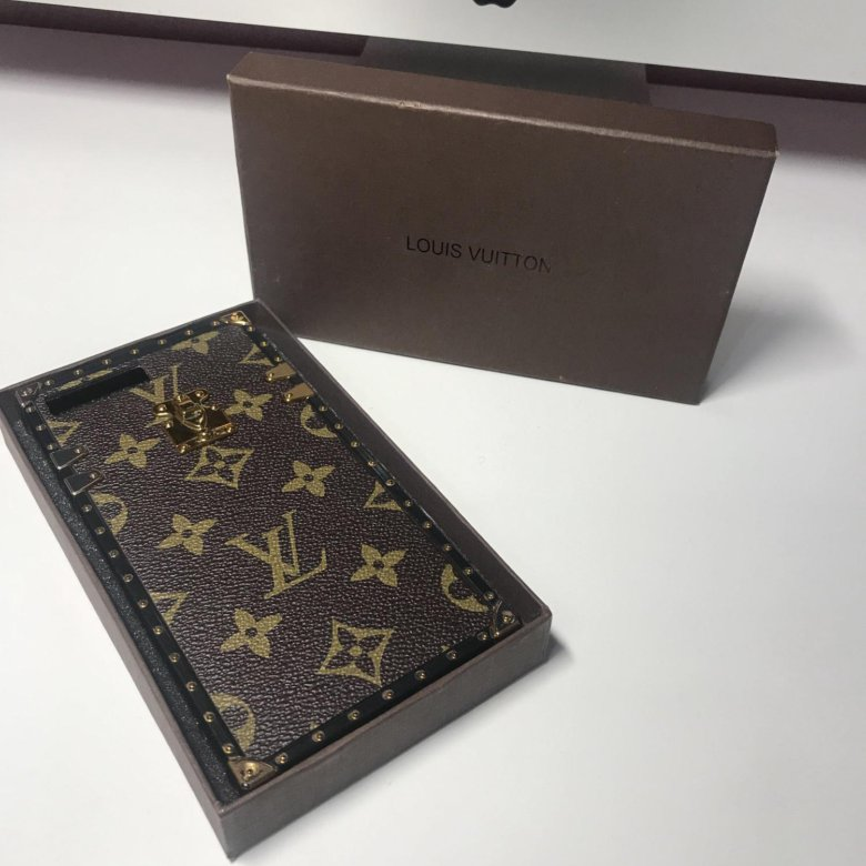 louis vuitton case analysis essay University of windsor 04-75-498 strategic management louis vuitton case analysis key issue louis vuitton is a flagship group of lvmh, which had double digit growth during 2010 and 2011.