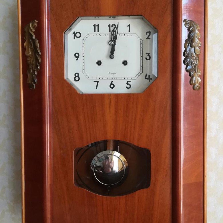 Часы снабжены регулятором громкости и кнопкой отключения боя.