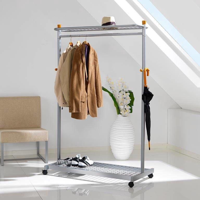 ней прикладывают вешалки гардеробные напольные для одежды фото том