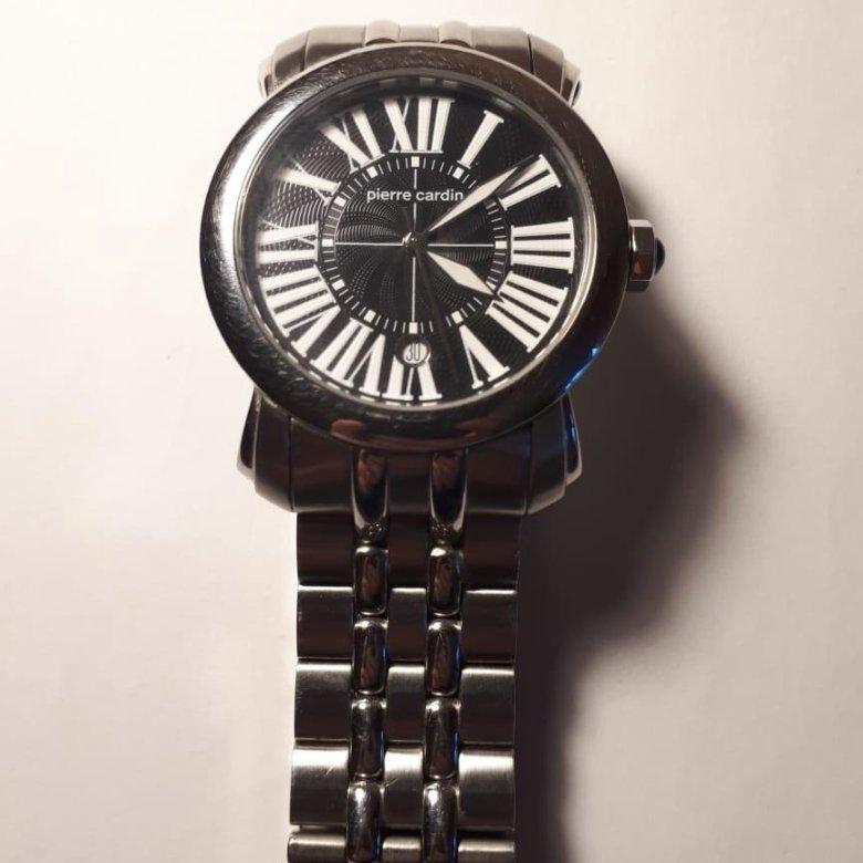 Модели из первых коллекций наручных часов, выпущенные этим под этим брендом, были строгими и элегантными, имели минимум декоративной отделки.