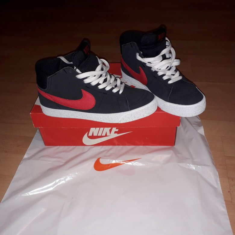 ccd8063a Фирменные кроссовки Nike blazer mid L R – купить в Барнауле, цена 2 800  руб., дата размещения: 27.05.2019 – Обувь