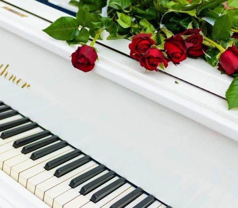 Открытки с фортепиано и цветами