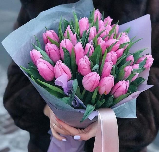 Купить тюльпаны букет руках фото, доставка живых цветов