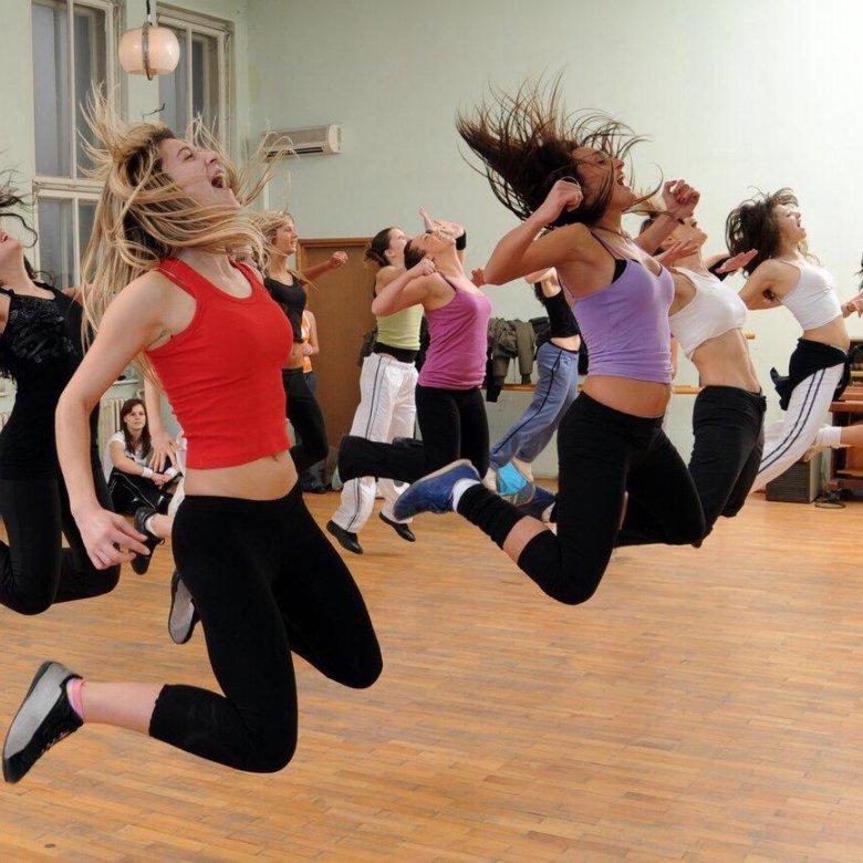 Танцы Зумба Для Похудения Дома. Зумба для начинающих: видео уроки (топ 20), описание программы, отзывы занимающихся