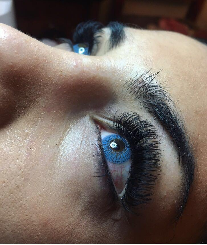 Eyelash extensions in Moscow