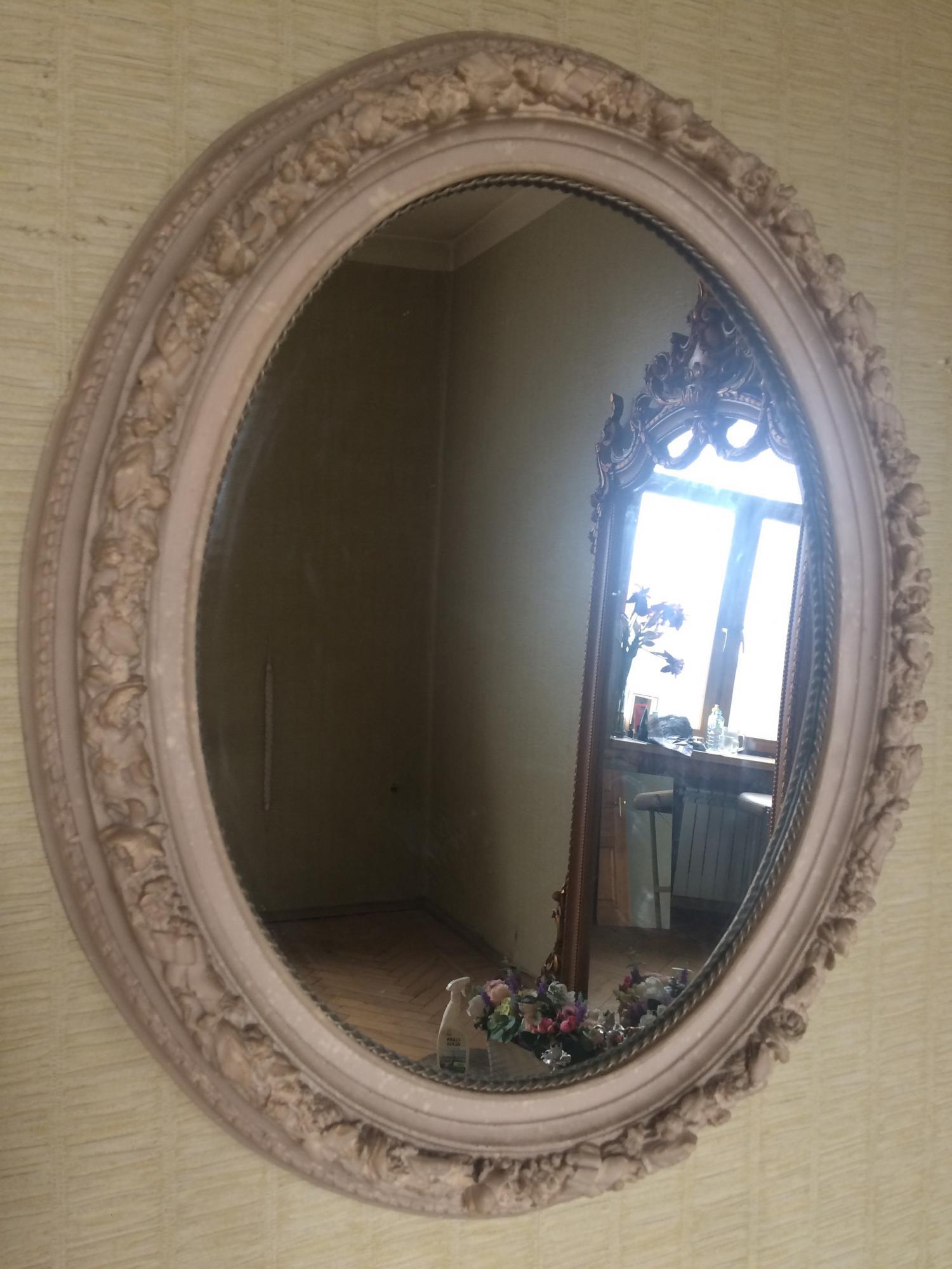 Зеркало с декором из камня