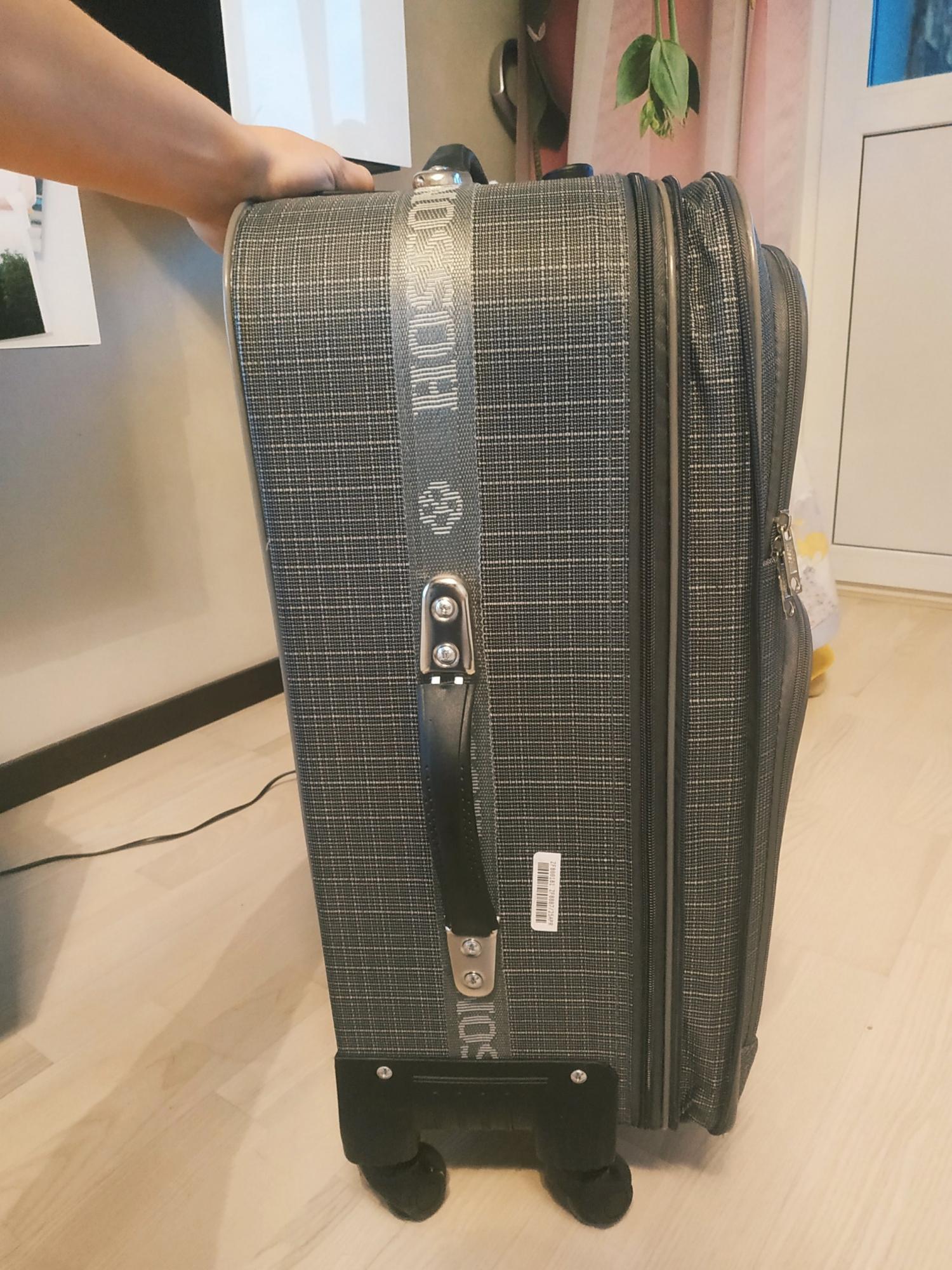 Resväska nästan ny på hjul stora i Moskva