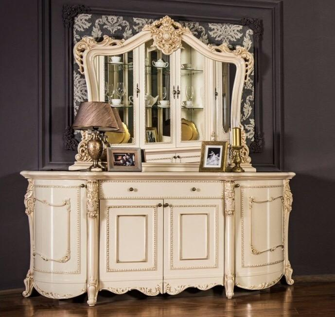 Elegant chest of drawers with mirror