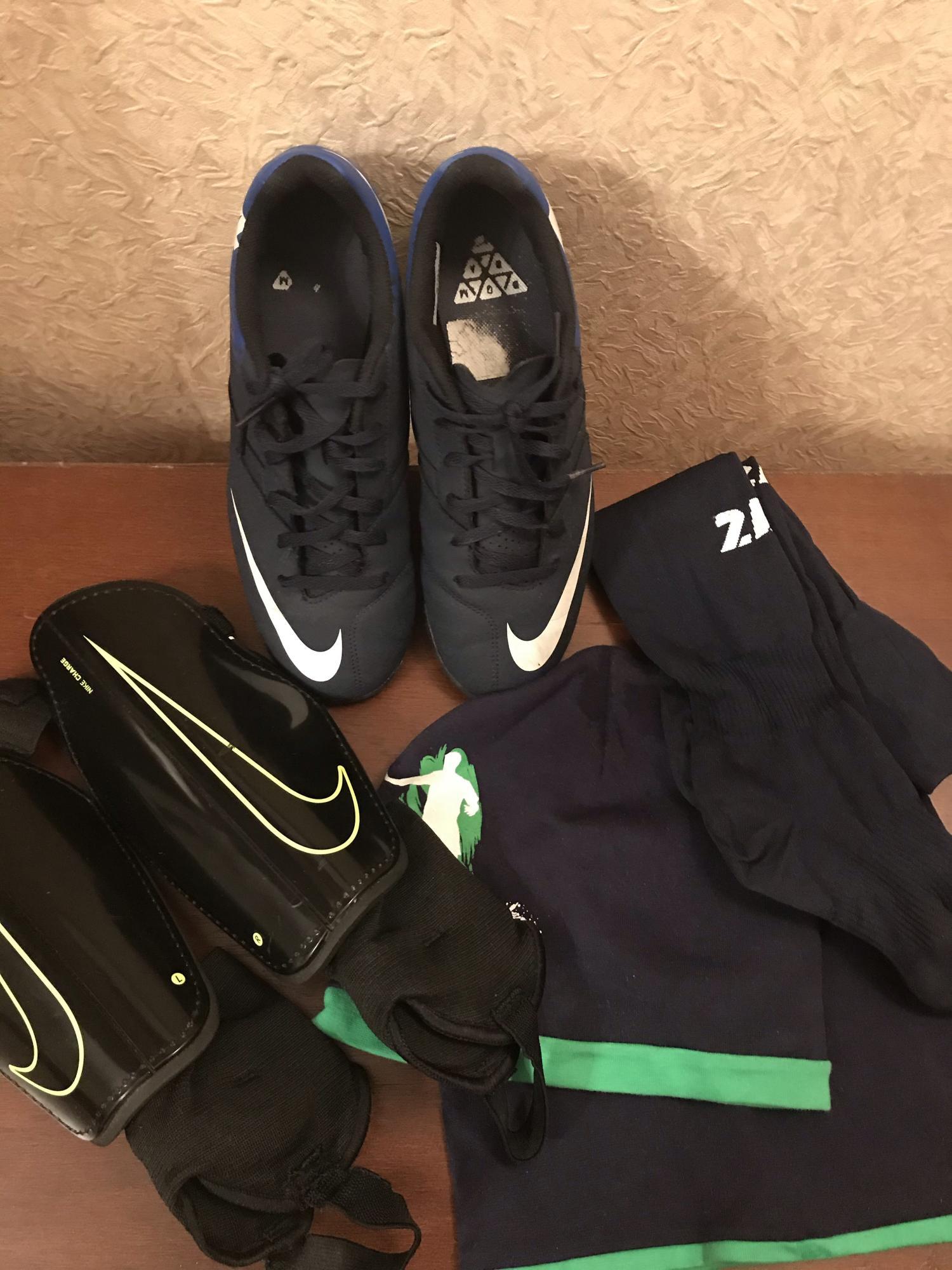Бутсы Nike р.6y(25,2см)+щитки+гетры в Москве
