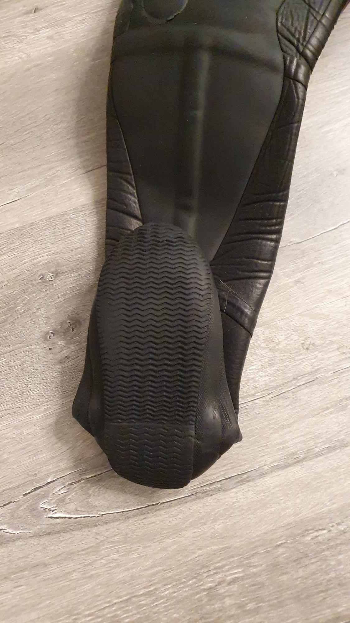 Продам сухой водолазный костюм Zero рост до 180 в Находке